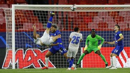 """""""Tecatito"""" Corona vs Christian Pulisic: quién tuvo mejor rendimiento en los cuartos de final de la Champions League"""