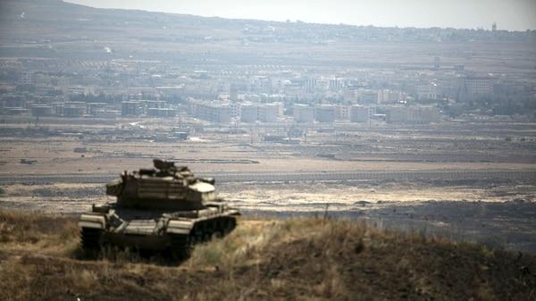 Un tanque israelí vigila la frontera (Reuters)