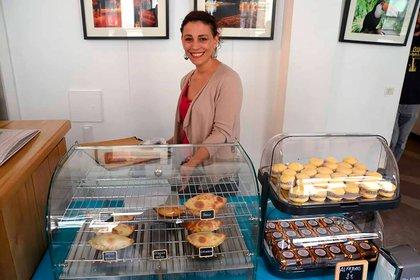 Aldana tiene su propio atelier dónde produce empanadas de seis sabores y otras delicias argentinas. En 2018 ganó el concursocouleur café que reconoce a los puestos de comida callejeros