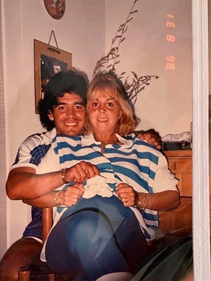 Diego y Claudia, esperando a Gianinna (Instagram @giamaradona)