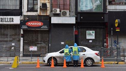 Locales cerrados en la Avenida Corrientes, en el barrio de Once (Franco Fafasuli)
