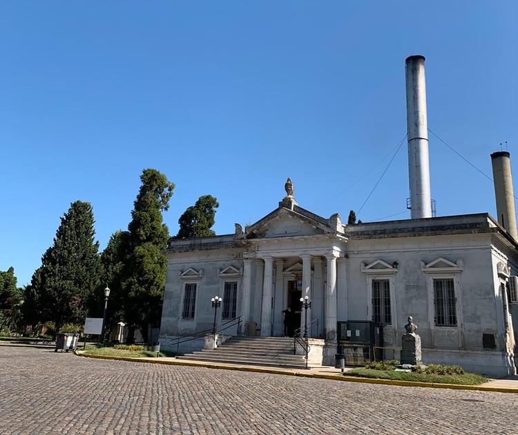 Crematorio de La Chacarita, con su chimenea.