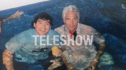 Diego Maradona junto a Leo Sucar