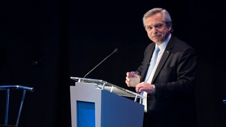 Fernández en el debate del domingo, en Santa Fe (Adrián Escandar)