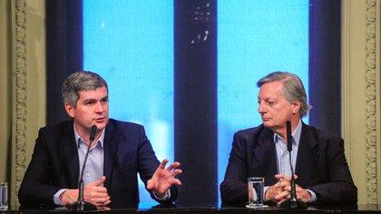 Marcos Peña y Juan José Aranguren en conferencia de prensa (Télam)