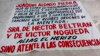 Una de las mantas que alertaban sobre la presencia de de Clara Elena en Acapulco