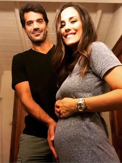 """Luli Fernández y ristián Cúneo Libarona están en la """"dulce espera"""". (Foto: Instagram)"""