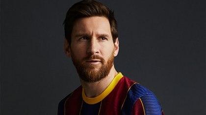 Lionel Messi con la nueva camiseta del Barcelona (Twitter: @FCBarcelona_es)