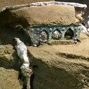GRAF4899. ROMA, 27/02/2021.- Una gran carroza ceremonial de cuatro ruedas, con elementos de hierro, decoraciones de bronce y estaño, restos de madera mineralizada, y huellas de elementos orgánicos, como las cuerdas, ha sido encontrada casi intacta en el área arqueológica de Pompeya (sur de Italia) , la ciudad sepultada en el 79 dc. por la erupción del Vesubio. EFE/Parque Arqueológico de Pompeya - SOLO USO EDITORIAL/SOLO DISPONIBLE PARA ILUSTRAR LA NOTICIA QUE ACOMPAÑA (CRÉDITO OBLIGATORIO)