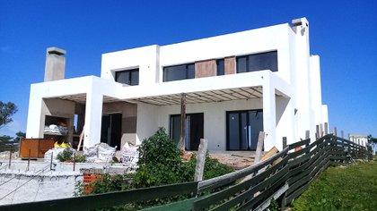 Una casa promedio tiene un costo de alrededor de USD 140.000, con el lote incluido
