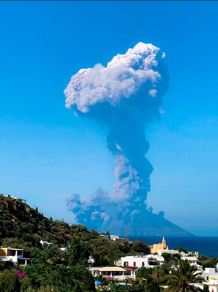 Volcán Strómboli en erupción (AFP)