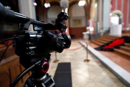 Foto de archivo: la liturgia del Viernes Santo en la iglesia de San José en Berlín también se transmitió a través de Internet por la pandemia del coronavirus en Alemania (REUTERS/Michele Tantussi)