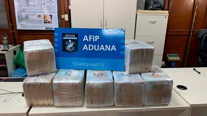 Encontraron 215 kilos de cocaína oculta dentro de un camión en un control de Aduana en Gualeguaychú