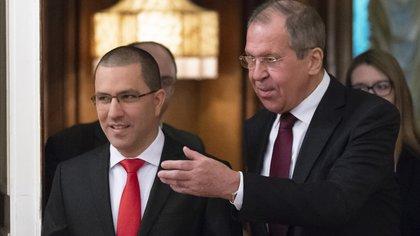 Arreaza y Lavorv en Moscú (AP Photo/Alexander Zemlianichenko)