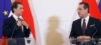 Kurz, cuando era canciller, junto a su entonces vice, Heinz-Christian Strache, en Viena, el 6 de marzo (REUTERS/Leonhard Foeger)