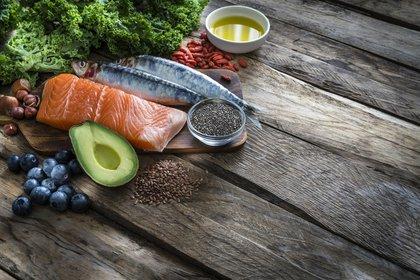 Las mejores fuentes de los omega-3 ácido eicosapentaenoico (EPA) y ácido docosahexaenoico (DHA) son pescados grasos de agua fría, como salmón, caballa, atún, arenque y sardinas y otros mariscos (Europa Press)
