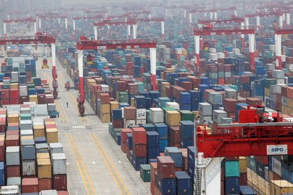 Imagen del puerto de Shanghai. El cierre parcial o total de los puertos chinos es un problema logístico de escala mundial (Reuters)