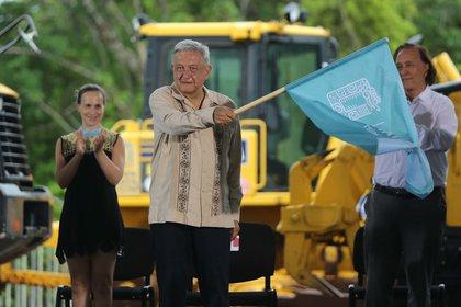 El presidente de México, Andrés Manuel López Obrador, durante el banderazo de inicio de obras del tramo 4 del Tren Maya (Foto: EFE/Alonso Cupul)