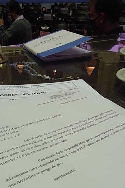 La carta de renuncia de Ameri, sobre el escritorio del presidente de Diputados, Sergio Massa.