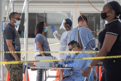 Florida, el tercer estado del país en cantidad de casos confirmados, acumula 858.012 desde el 1 de marzo, cuando las autoridades comenzaron a reportar datos de la pandemia. EFE/Cristóbal Herrera