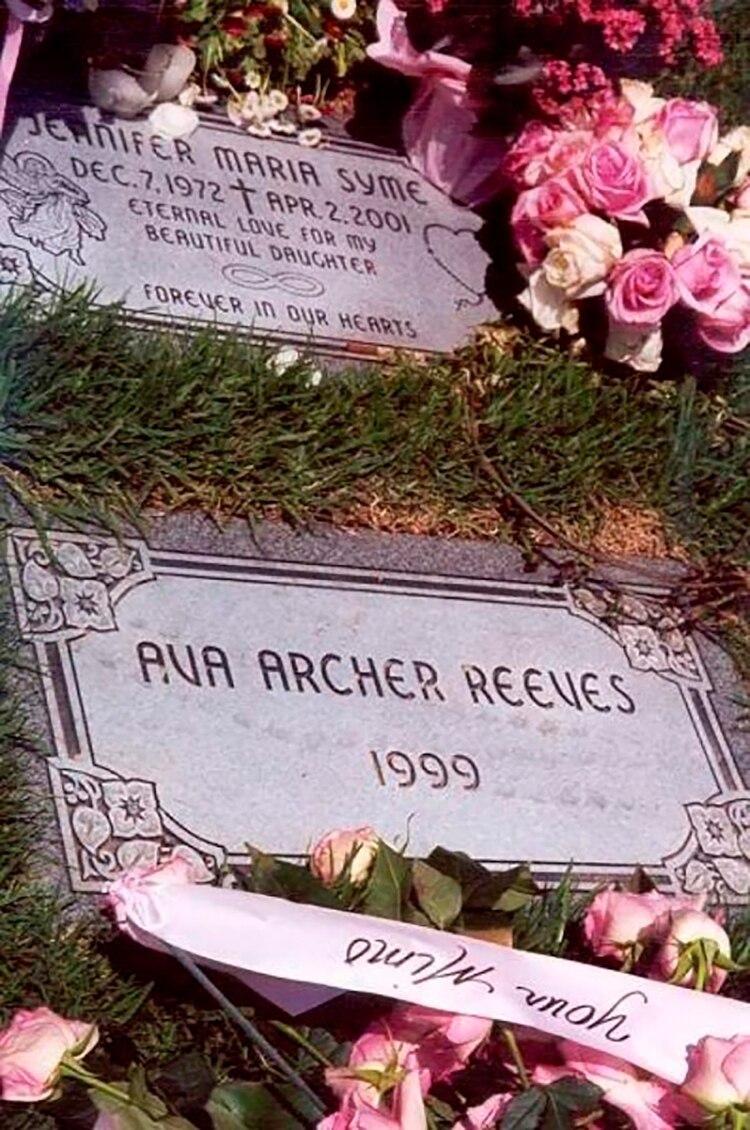 Jennifer Syme está enterrada junto a su hija en el cementerio Westwood Village Memorial Park, en Los Ángeles.
