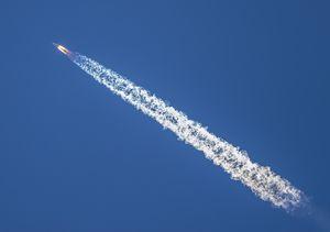 El cohete chino que estaba fuera de control finalmente volvió a la Tierra y se desintegró sobre el Océano Índico