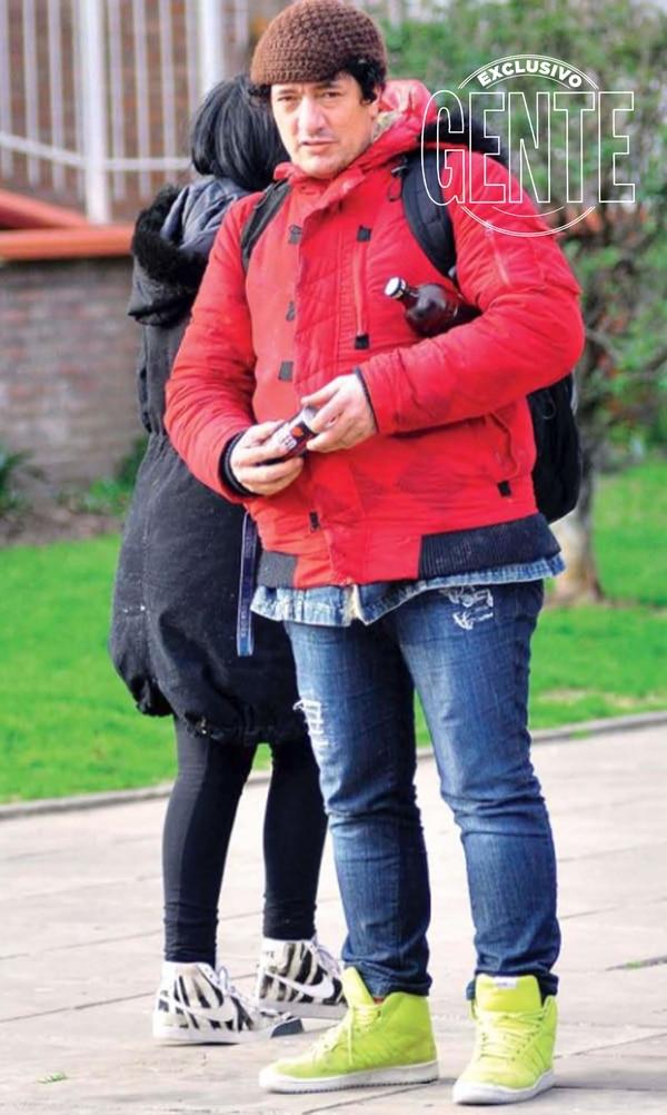 Pity Álvarez estuvo internado en la clínica de salud mental Dharma por sus adicciones. Detras Mariangeles, en ese momento embarazada de Blondie, la única hija de Álvarez. (Fotos Archivo GENTE)