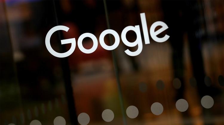 La competencia de sus principales rivales, Amazon y Facebook, y la caída en su negocio de teléfonos inteligentes, son parte de la razón de la desaceleración de Google (Foto: Reuters)