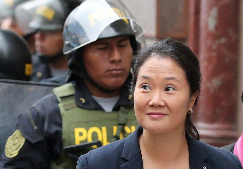 Imagen de archivo de Keiko Fujimori, hija del expresidente Alberto Fujimori y líder de la oposición en Perú, llegando a tribunales en Lima, Perú, Octubre 24, 2018. (REUTERS)