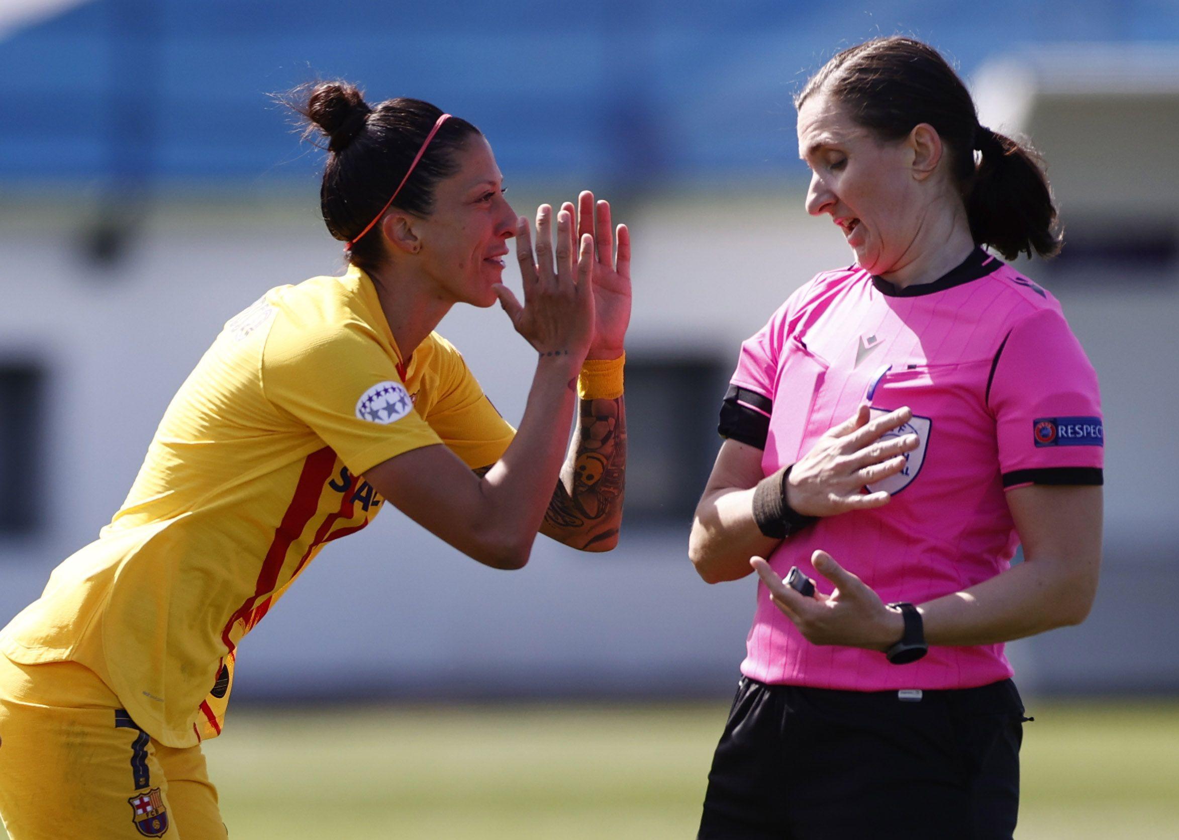 Las jugadoras del Barcelona se mostraron molestas con la actuación de la árbitra (Reuters)