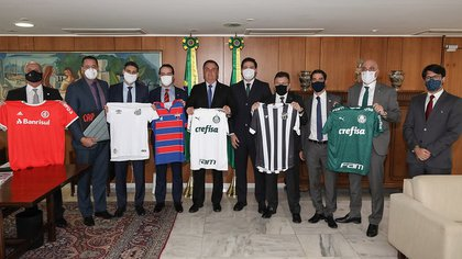 Bolsonaro recibió a presidentes de ocho clubes tras la firma de un acuerdo de transmisión