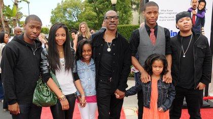 Eddie Murphy con algunos de sus hijos (Foto: Grosby Group)