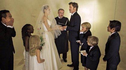 """El casamiento de Brad Pitt y Angelina Jolie en 2014. Dos años más tarde, la actriz le pidió el divorcio a su pareja alegando """"diferencias irreconciliables"""""""