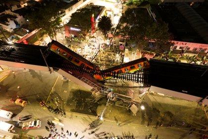 Impresionante vista aérea de cómo quedó el tramo colapsado en la estación Olivos de la Línea 12 del metro de CDMX (Instagram: @csdrones/ vía Reuters)