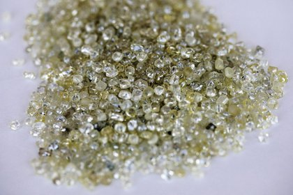 De Beers is poised for its biggest rough-diamond sale in two years, even after raising prices.