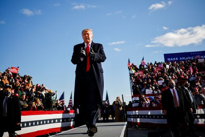 Donald Trump haciendo campaña en el Aeropuerto Internacional Green Bay Austin Straubel, Wisconsin, Estados Unidos.  REUTERS / Carlos Barria