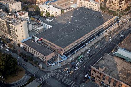Vista aérea del mercado de Huanan, en Wuhan, China (REUTERS/Thomas Peter/File Photo)