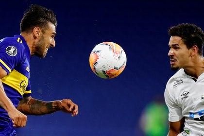 El Toto se hizo cargo de la pérdida de balón que le costó el segundo gol de Santos a Boca pero también criticó al equipo (REUTERS/Agustin Marcarian)