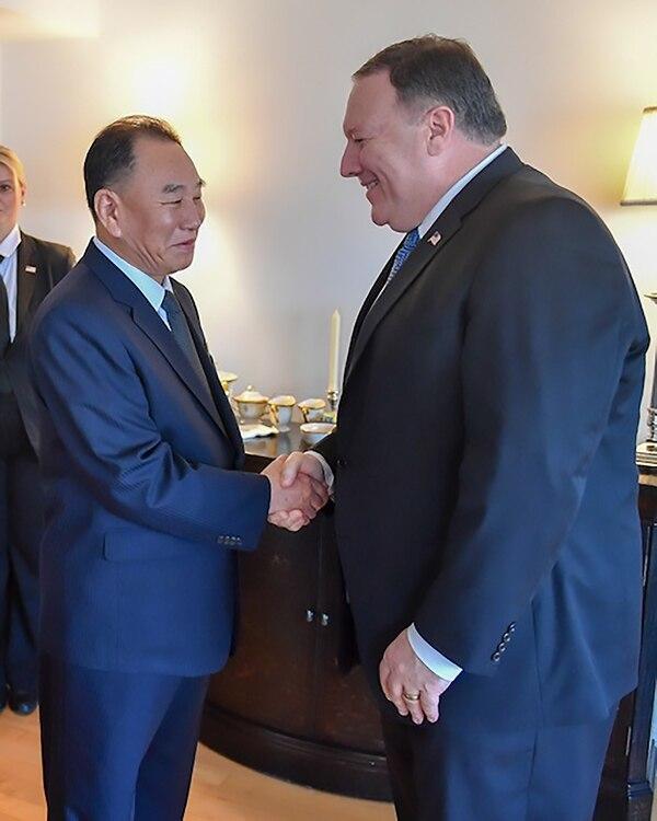 Kim Yong Chol y Mike Pompeo durante su encuentro del miércoles en Nueva York.