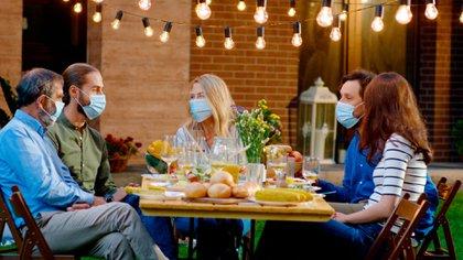"""""""El virus se transmite muy bien independientemente de la temperatura; lo que es diferente es que en épocas de calor hay más actividades al aire libre y se sabe que en esos ambientes la transmisión es menor"""" (Shutterstock)"""