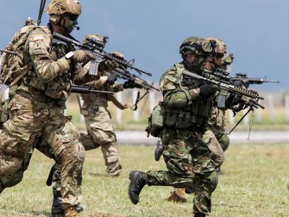 Foto de archivo. Paracaidistas de la 82 División Aerotransportada del Ejército de Estados Unidos se unen a comandos del 2º Batallón de Fuerzas Especiales del Ejército de Colombia en un ejercicio para asegurar una zona de aterrizaje de helicópteros en la base militar de Tolemaida, Colombia, 26 de enero, 2020. REUTERS / Jonathan Drake