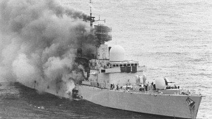 El 4 de mayo de 1982, el destructor HMS Sheffield fue alcanzado por uno de los dos misiles Exocet lanzado por un par de aviones Super Etendard que operaban desde la Base Aeronaval de Río Grande, en Tierra del Fuego.