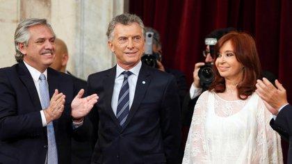 Alberto Fernández, Mauricio Macri y Cristina Kirchner durante el traspaso de mando presidencial