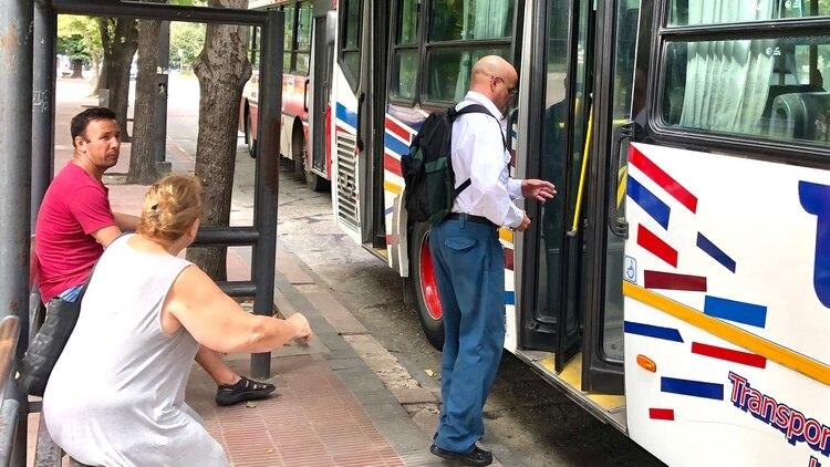 Los pasajeros deberán subir a los colectivos por las puertas de atrás