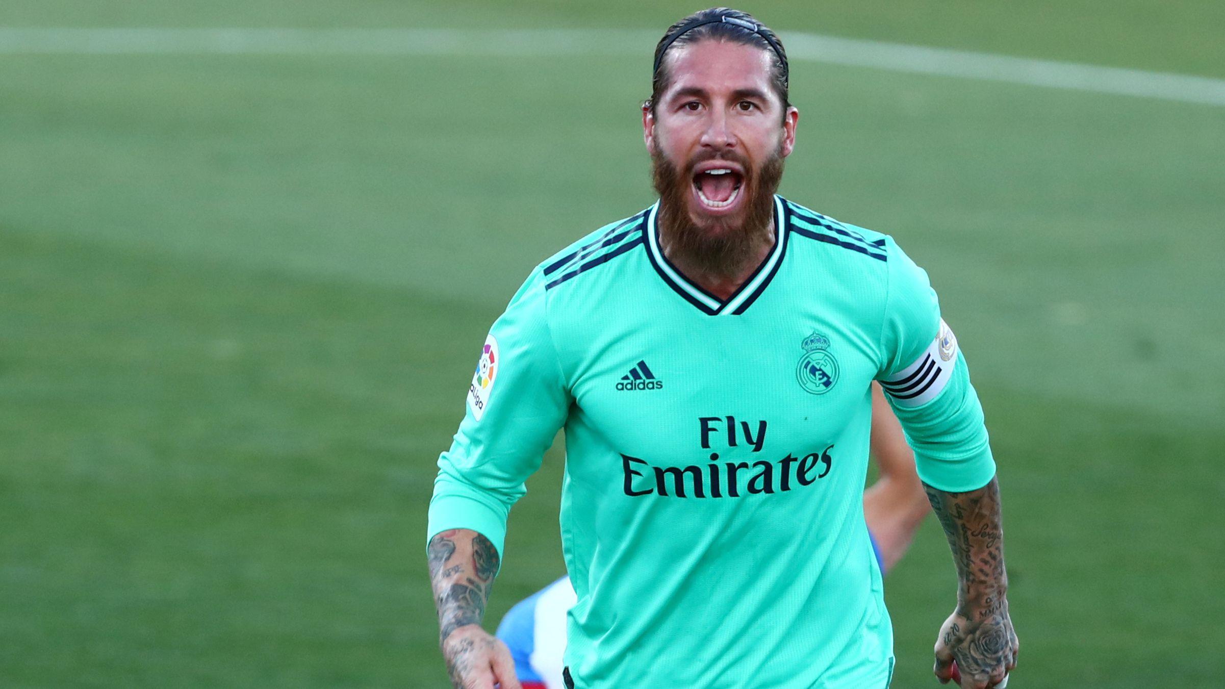 Sergio Ramos en un emblema del Real Madrid (REUTERS/Sergio Perez)