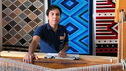 Ismael Gutierrez, craftsman zapotec that shines in TikTok with their designs of the culture geek (Photo: Courtesy/ Ismael Gutierrez)