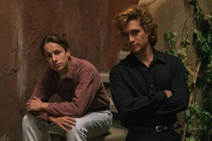 Juanpa Zurita y Diego Boneta en sus papeles de Alex Basteri y Luis Miguel (Foto: Netlfix)