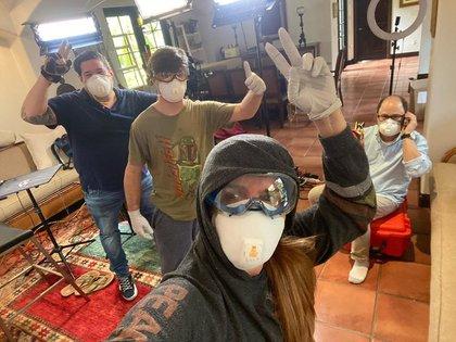 Un equipo de técnicos acondicionaron su sala como un estudio de televisión (Foto: Instagram @MaríaCelesteArrarás))