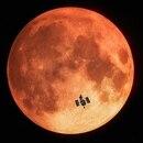 01/01/1970 Primera observación de un eclipse lunar total con un telescopio espacial. Astrónomos han observado un eclipse lunar total utilizado el telescopio espacial Hubble de la NASA y la ESA. Se trata de la primera vez que se captura un eclipse lunar total desde un telescopio espacial y la primera vez que se estudia un eclipse de este tipo en longitudes de onda ultravioleta. POLITICA SOCIEDAD ESA/HUBBLE, M. KORNMESSER
