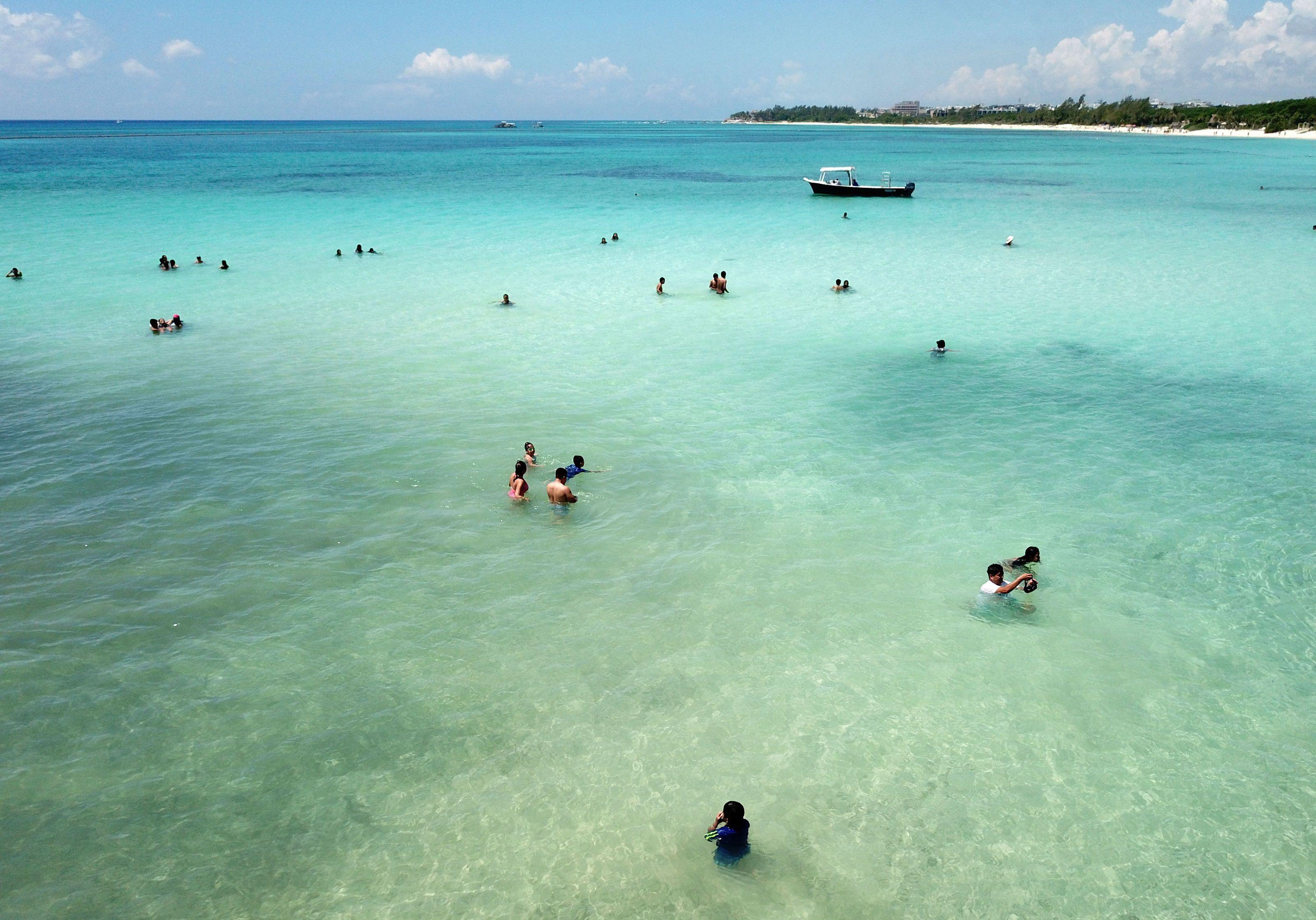 Riviera Maya mexicana abre playas públicas en intento de reactivar economía